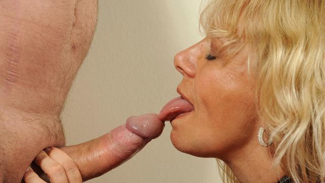 Deep throat milf